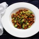 Gebakken kikkererwten met avocado (vegan)