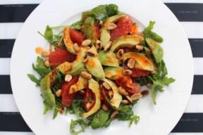Salade met grapefruit en avocado uit Feasts