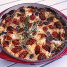 Clafoutis met tomaatjes, olijven en geitenkaas