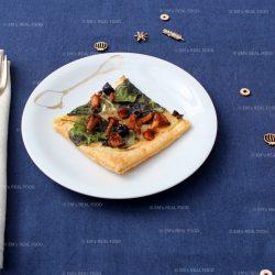 Plaattaart met paddenstoelen en spinazie