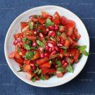Tomatensalade met granaatappel en munt