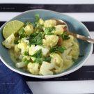 Vegan Thaise curry met bloemkool en cashewnoten