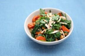 Tajine van kikkererwten, rozijnen en wortel