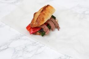 Steak sandwich met gegrilde groente
